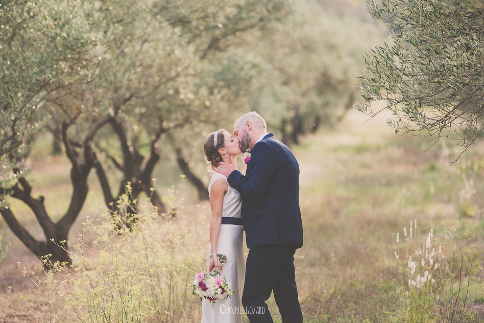 photographe mariage provence hérault mas saint germain photo de couple au milieu des oliviers